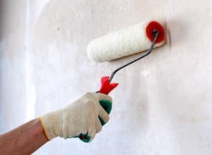 Грунтовка стен перед поклейкой