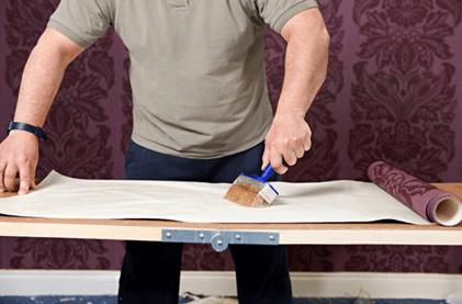 Нанесение клея на полотно