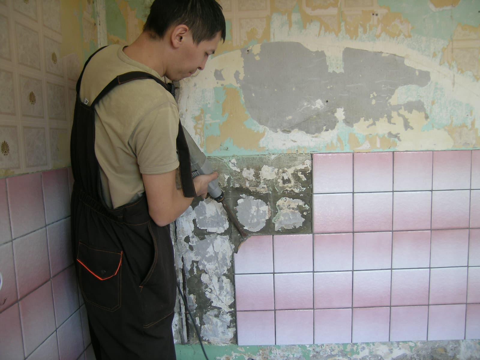 Демонтаж старой плитки