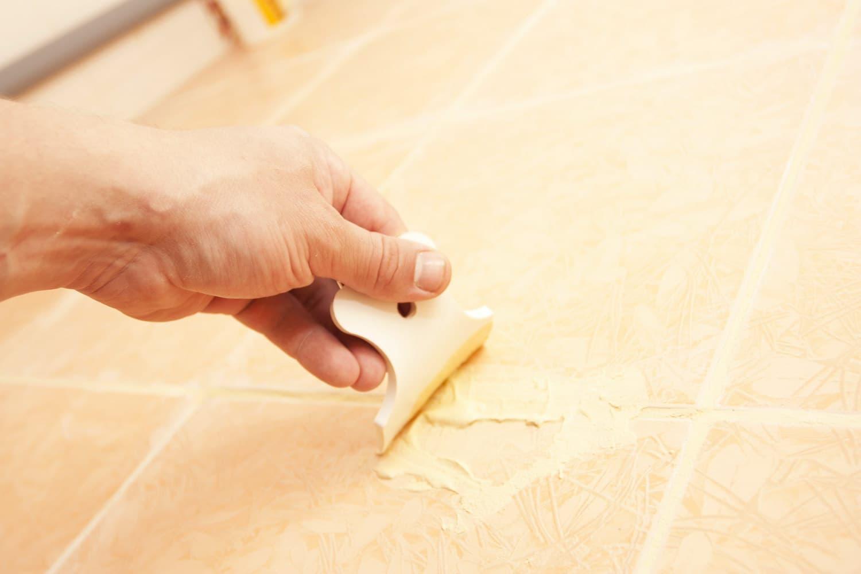 Обработка мест соединения плиток