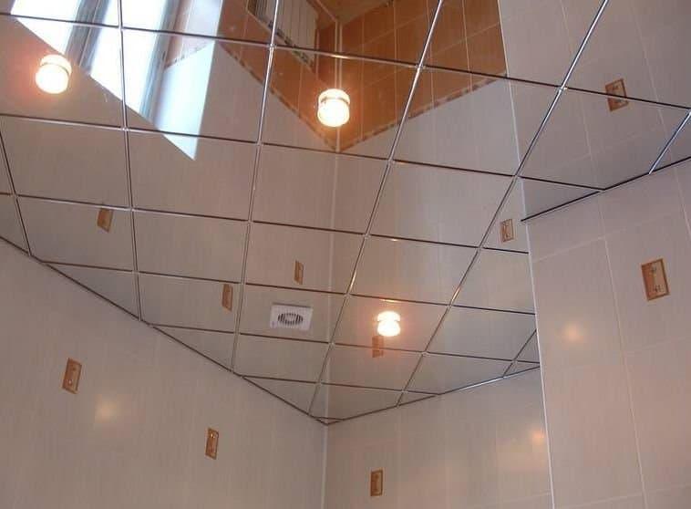 Укладка потолка зеркальной плиткой