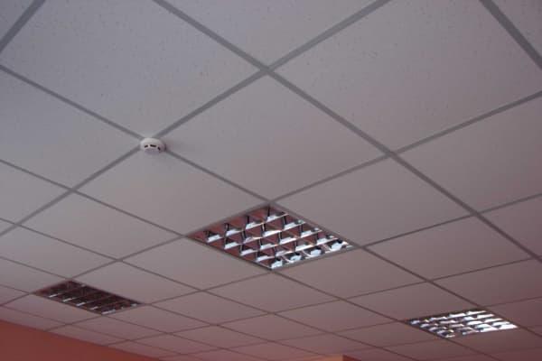 Потолок Армстронг из гипсокартона