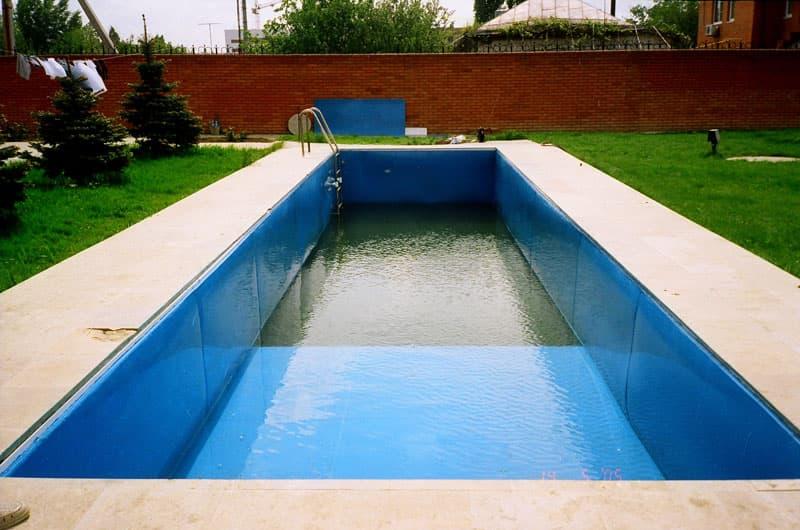 Долгожданный бассейн во дворе)