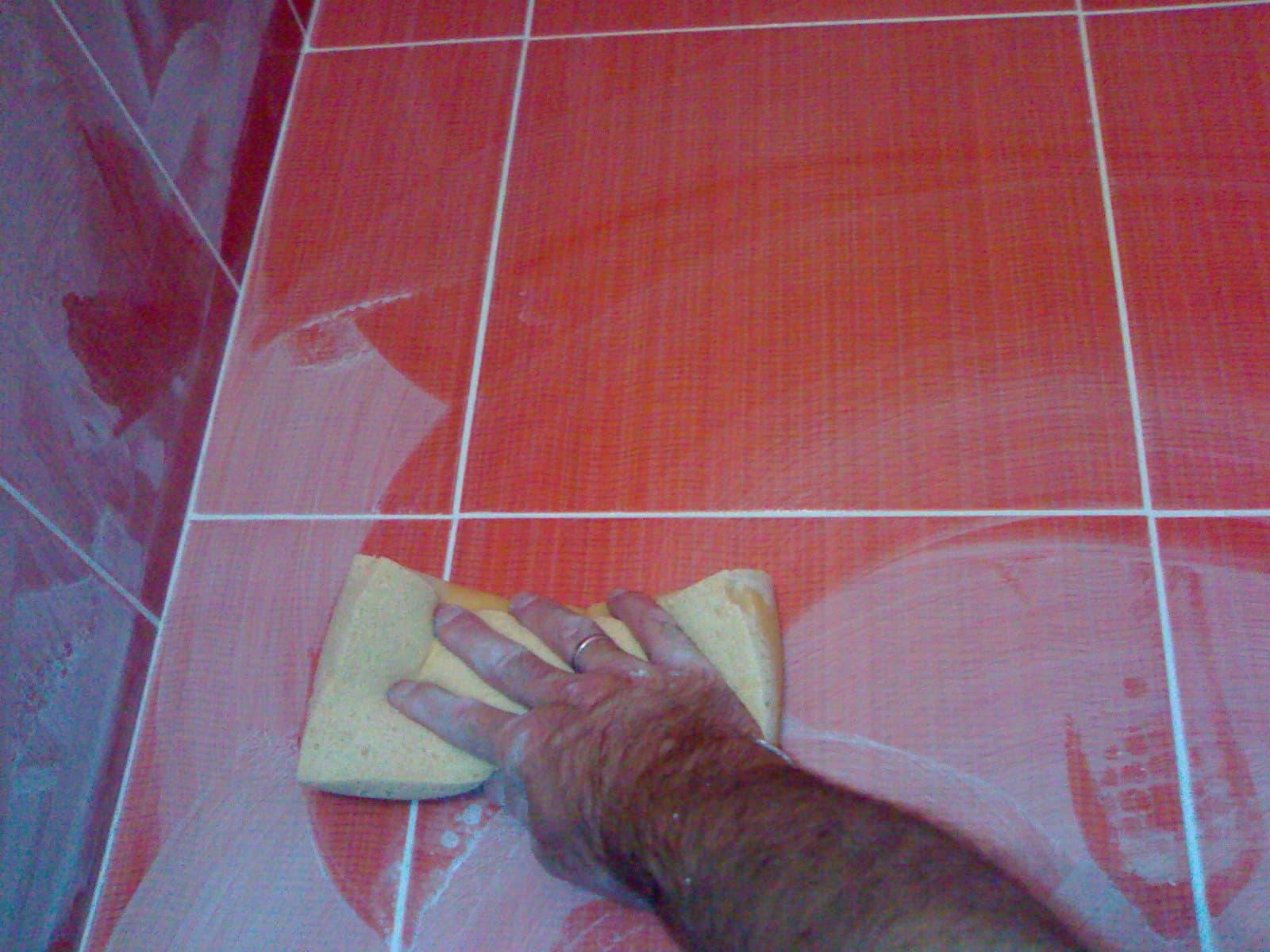 Удаление налета с поверхности плитки