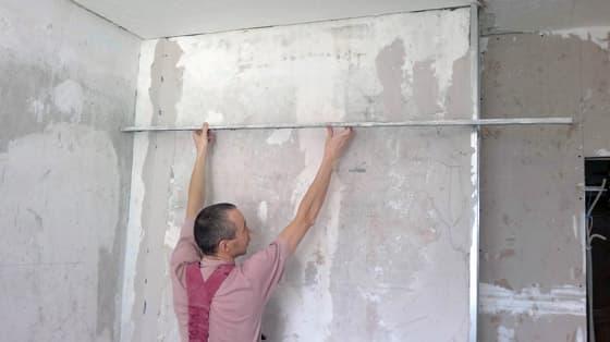Выравнивание стен оштукатуриванием по маякам