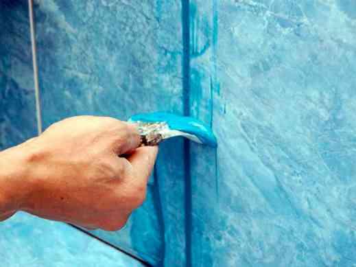 Затирка межплиточных швов в ванной