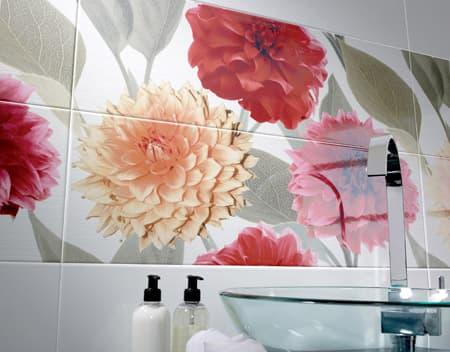 Кафель для ванной комнаты с цветочными мотивами