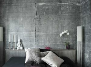 Отделка спальни стиля лофт декоративной штукатуркой под бетон